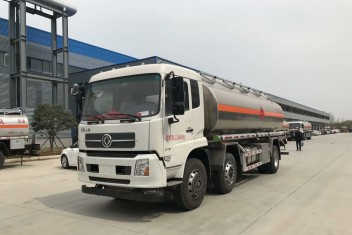 东风天锦24方铝合金油罐车(小三轴)